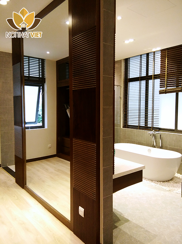 phòng tắm hiện đại với vách gương lớn
